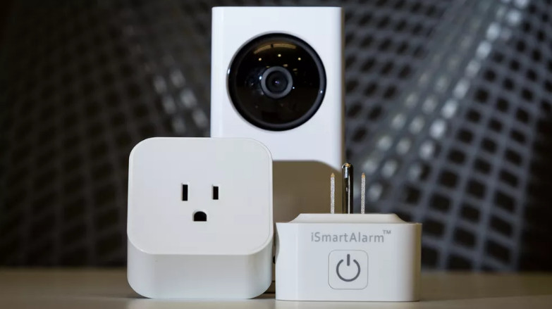 iSmartAlarm Smart Home Video Security System Premier Bundle White