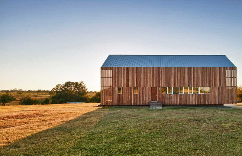 Barndominium Builders near Me that Offers a Luxurious Country Home